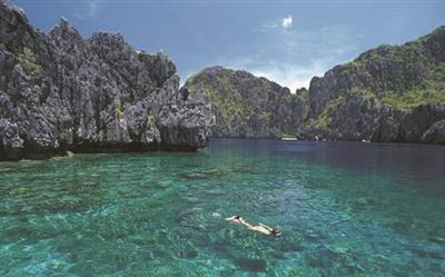 象岛四个主要的沙滩分布在岛西边,中部海滩的住宿质量全岛最优,不妨